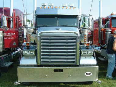 Freightliner Mid Roof Sunvisor Stainless 1991  Questions & Answers